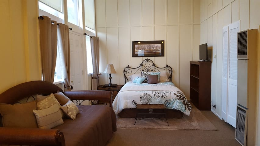 Silver Pines Chalet, Chalet Suite 7 / Sleeps 4