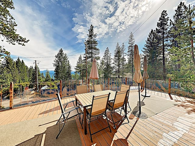 New Listing! Oasis by the Lake w/ Deck & Hot Tub
