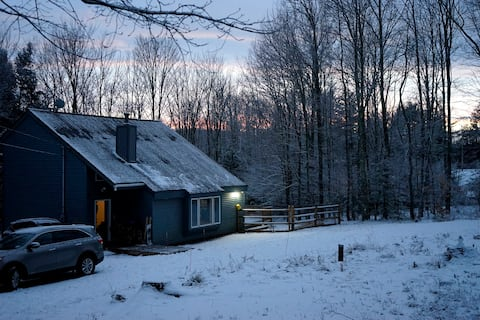 **Private Renovated Catskills Home w. Hot tub**