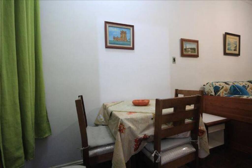 Jardim de Inverno com mesa e quatro cadeiras