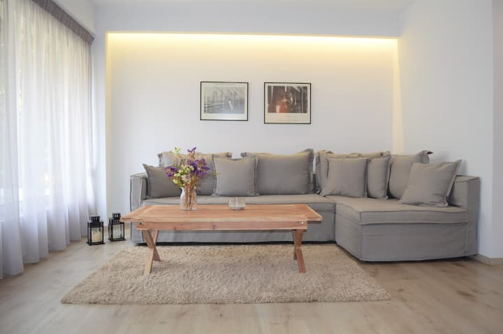 Luxury Apartment with private BBQ area
