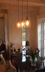 Gemütliches Gästezimmer im Herzen von Angeln - Hürup - บ้าน