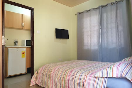 Cosy Semi-detached Suite &Kitchenet.Dawhenya-Tema