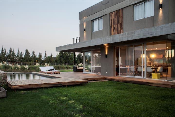 Casa al río en barrio cerrado,TIGRE OFERTA MAYO 1 - Benavidez - Haus