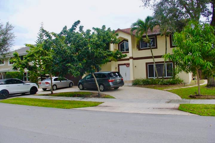 Wonderful house, excellent neighborhood