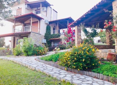 ELLAïDA Luxury Villa.
