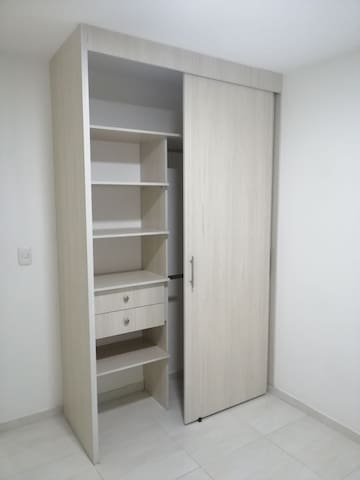 Rent room with private bathroom