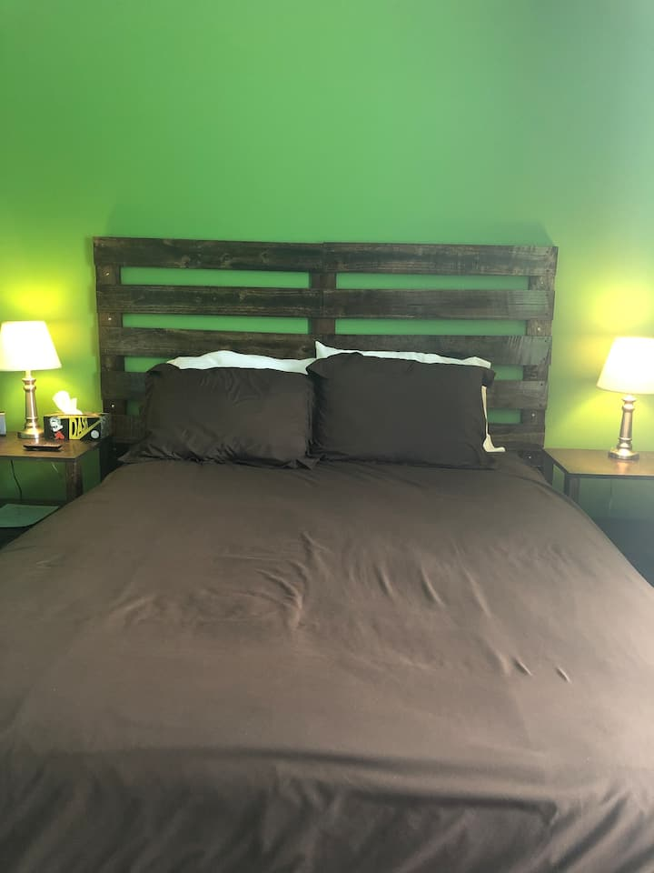 Cozy, Private room near downtown