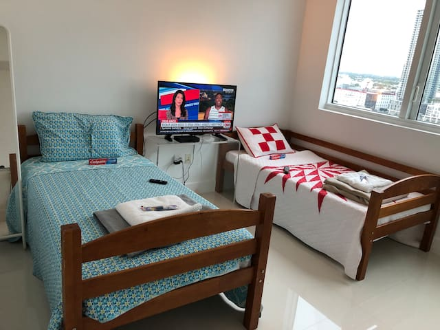 SINGLE ROOM_with_3_BEDS_As_$50_Each_BED {Bed # 2 }