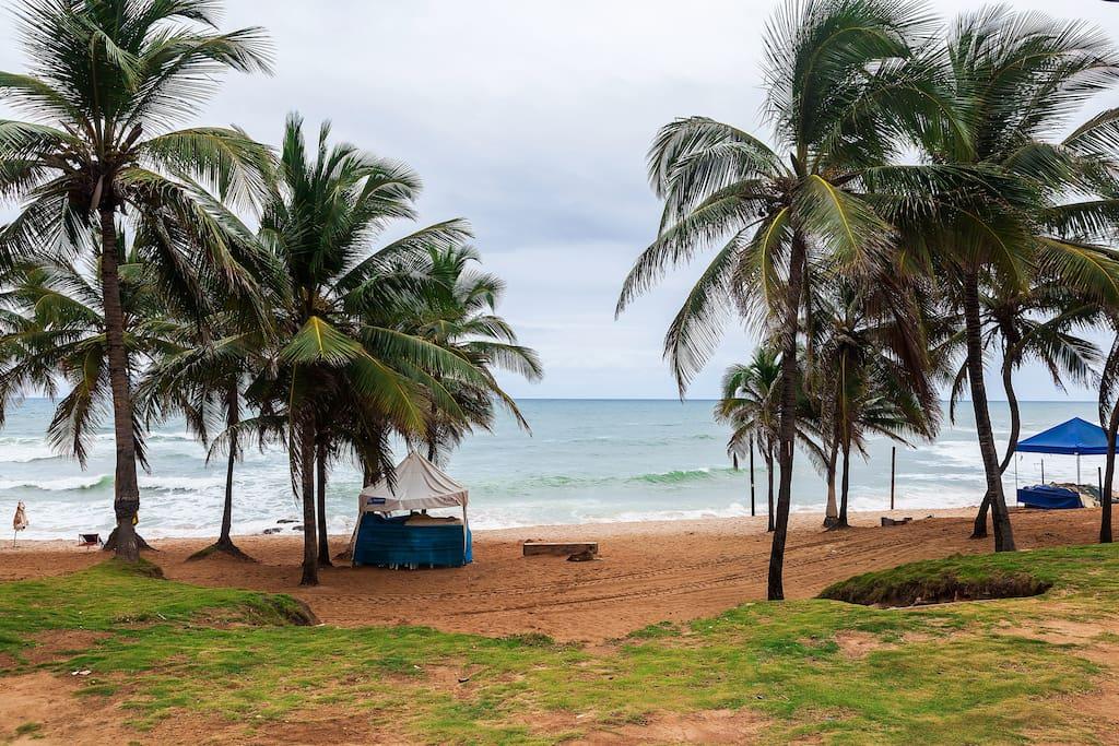 Praia a cerca de 200 metros (medido no google maps)