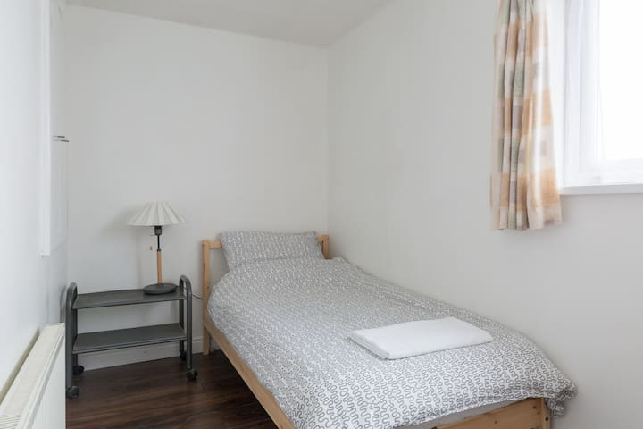 C. Cosy Single Bedroom - Close to City Centre