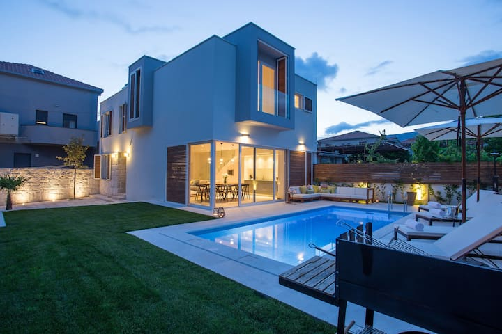 Koras Villa  - villa with heated swimming pool