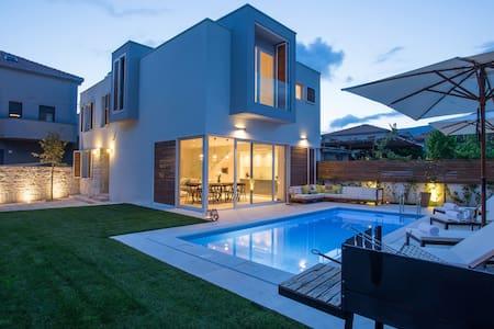 Koras Villa  - villa with heated swimming pool - Kaštel Stari - Villa