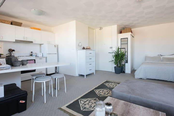 Beautiful, light studio in Bondi Beach. - Bondi Beach - Apartment