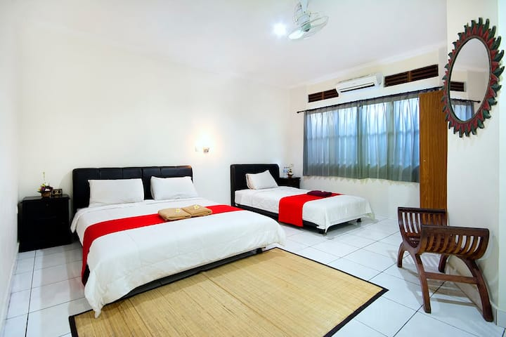 Room triple with AC / Made Arsa Homestay