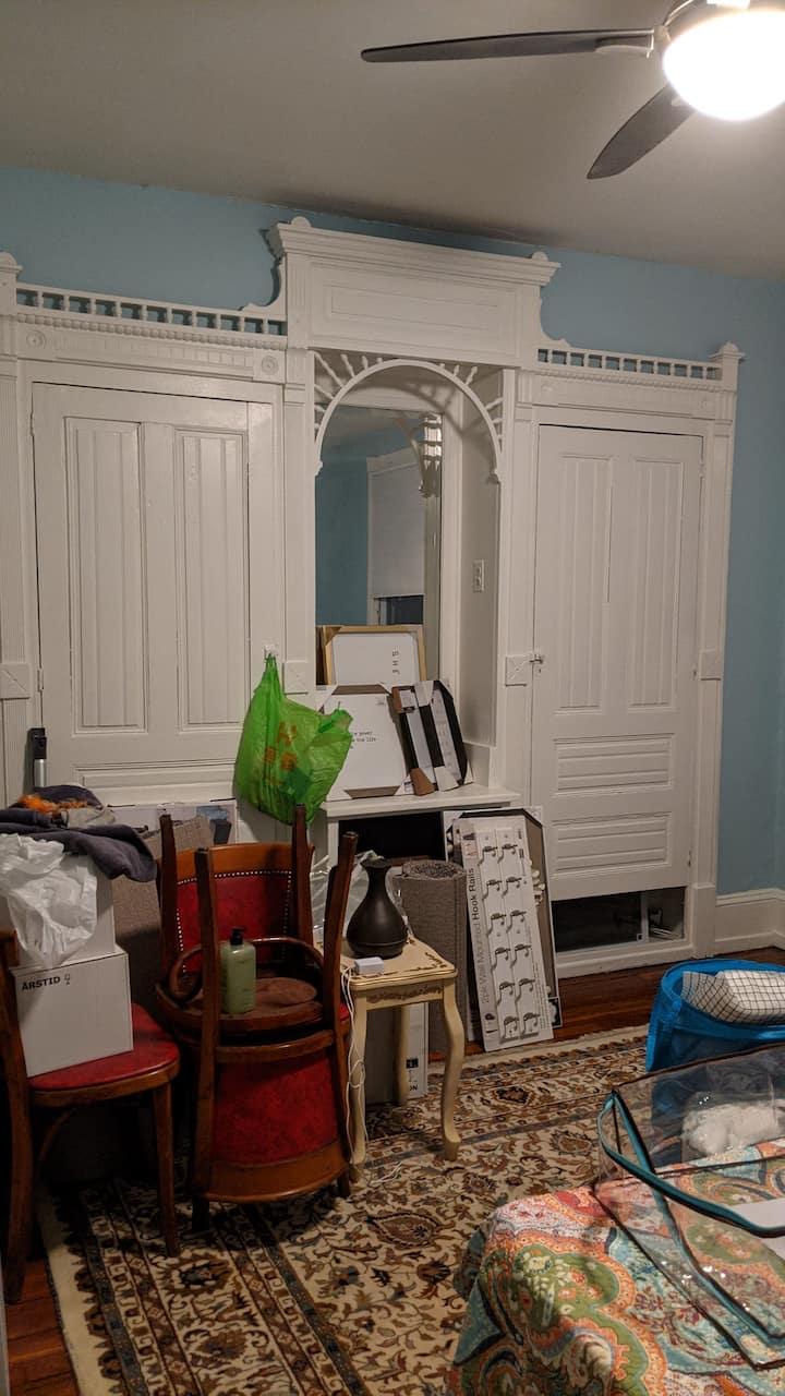 Sunny 2nd Floor Bedroom in Artsy House in UnivCity