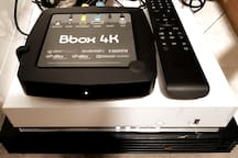 Salle de sejour/ Décodeur La BBox 4K Tv cabe + 300 chaine / Series etc + Modem internet