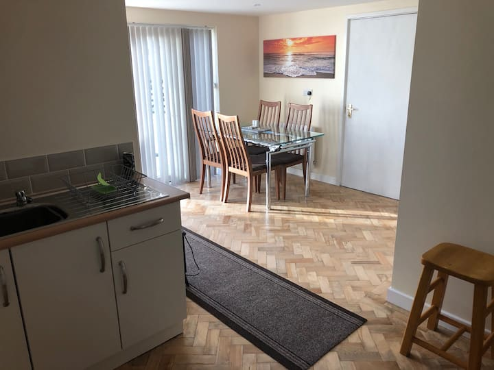 Very homely new flat 100m from a nice sandy beach