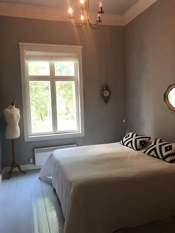 Bedroom no 1: 2x twin beds 80 cm x 200 cm and 1 child/junior bed