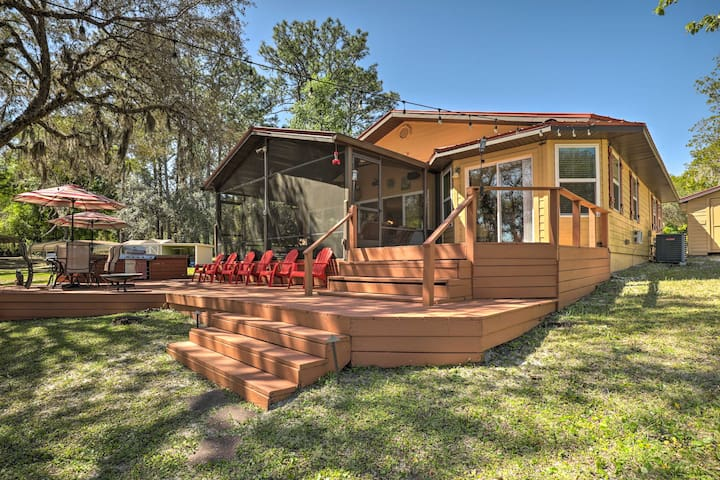 NEW! Lake Hutchinson Home - BBQ & Firepit!