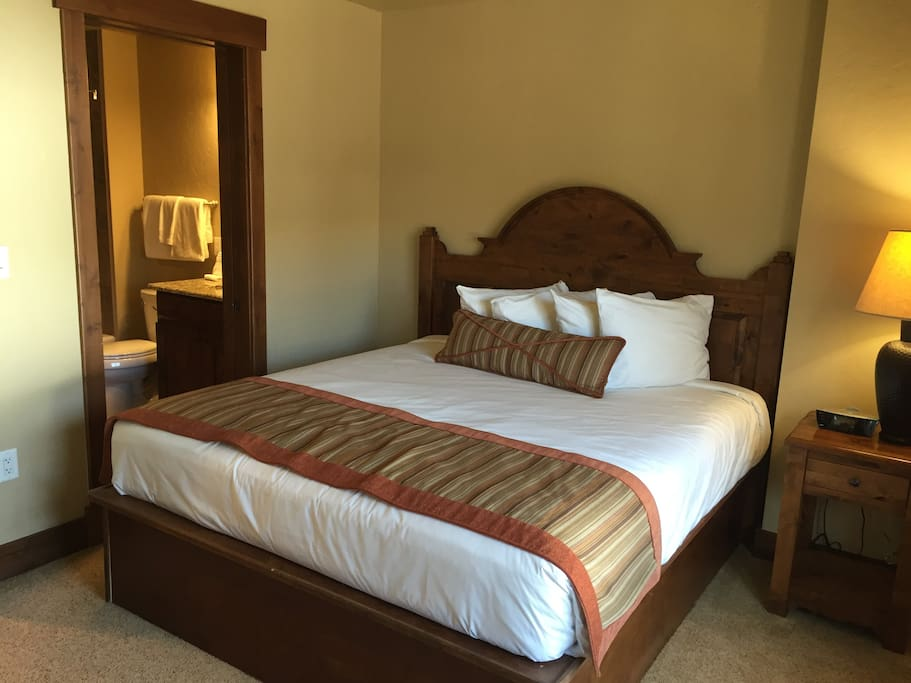 1 bedroom with a king bed