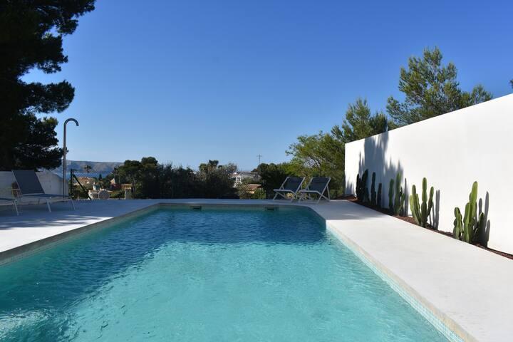 Villa Vita, modern house with sea- and Montgo view