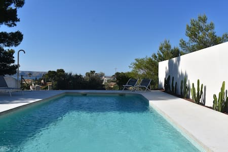 Villa Vita, modern house with sea- and Montgo view