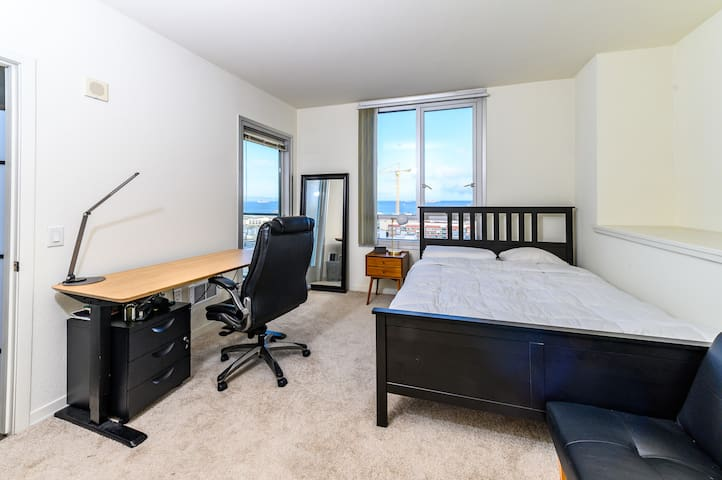 Bright, Private Room in the Heart of Mission Bay