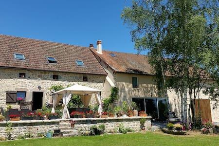 Chambres près de Saulieu petit dej /ou Appt entier - Champeau-en-Morvan - Rumah
