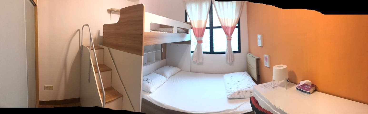 1、适合家庭旅行的公寓房间 condo room for family with bunk bed