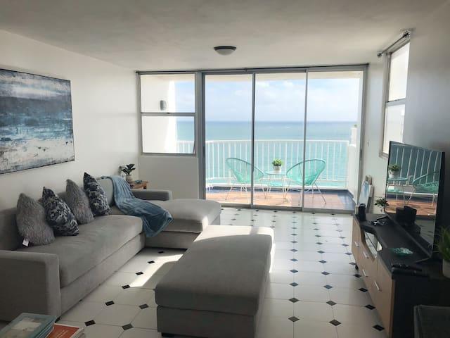 Isla Verde Ocean front 3 bedroom, walk everywhere