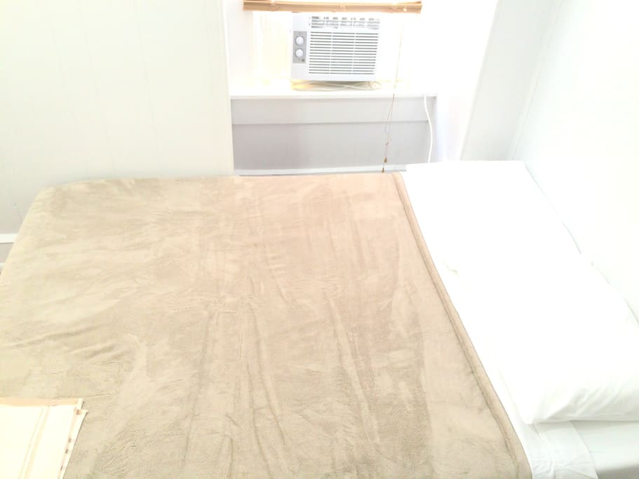 Double bed with memory foam mattress. Brand new AC unit