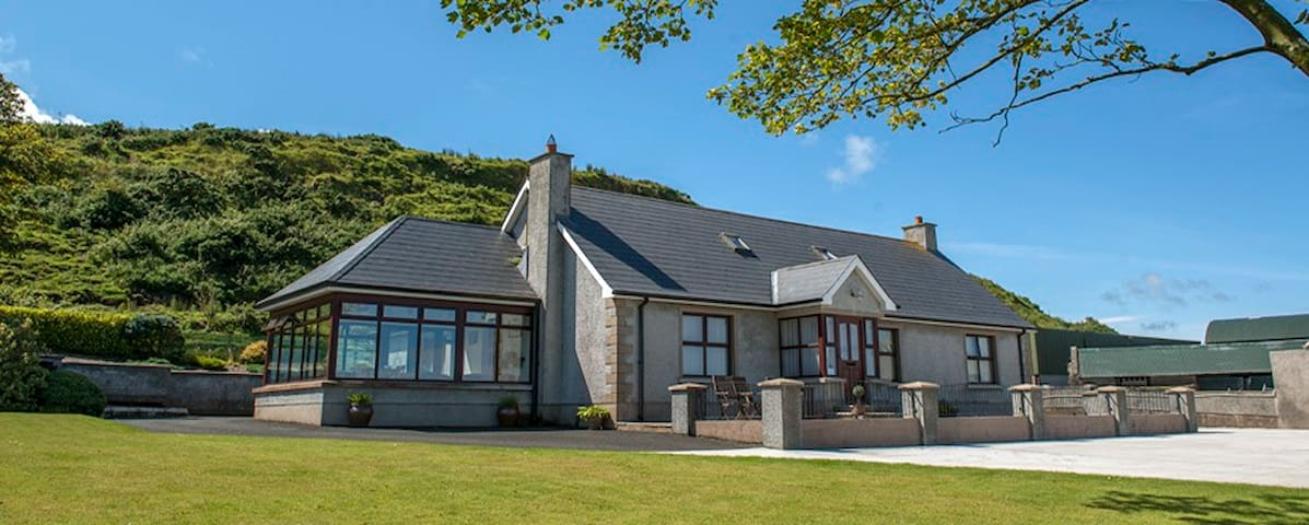 Kinbane Farmhouse Bed and Breakfast - Ballycastle - Wikt i opierunek