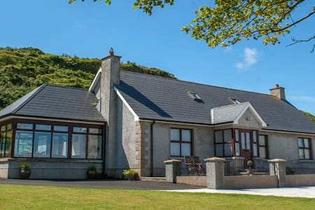 Kinbane Farmhouse Bed and Breakfast - Ballycastle