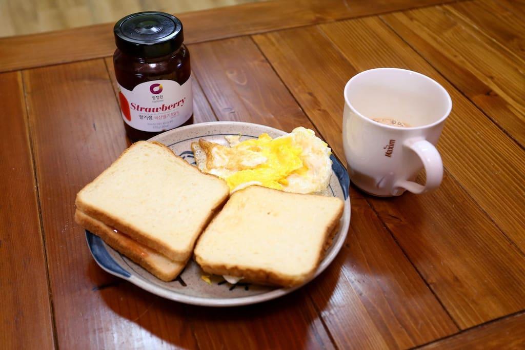조식은 빵, 계란, 커피, 쨈이 무료이니 많이 드세요