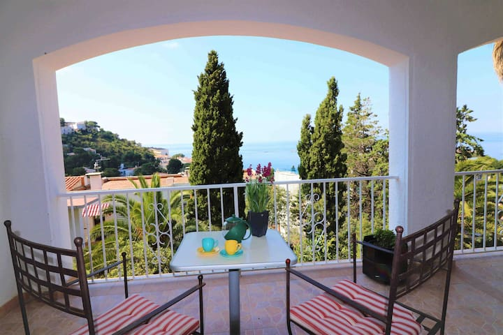 Apartment rent in Canyelles Roses with sea views. STA BARBA