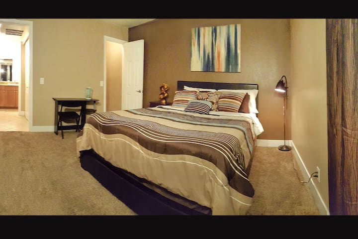 WALK TO THE STRIP! ELEGANT PRIVATE ROOM!