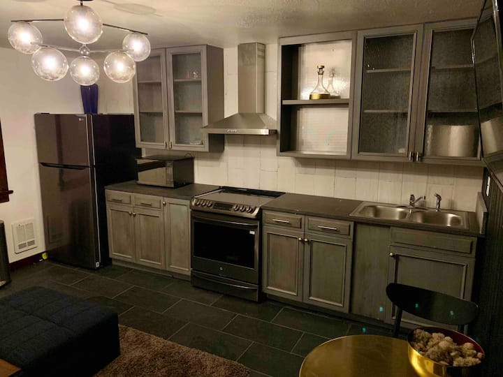 1 Bedroom Apartment @ The Prospector Motel: Unit 7
