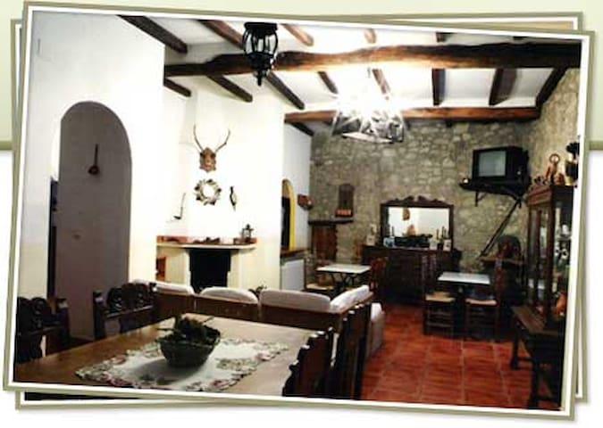 Casa la abuela en Guijo de Santa Barbara, La Vera, - Guijo de Santa Bárbara - Bed & Breakfast