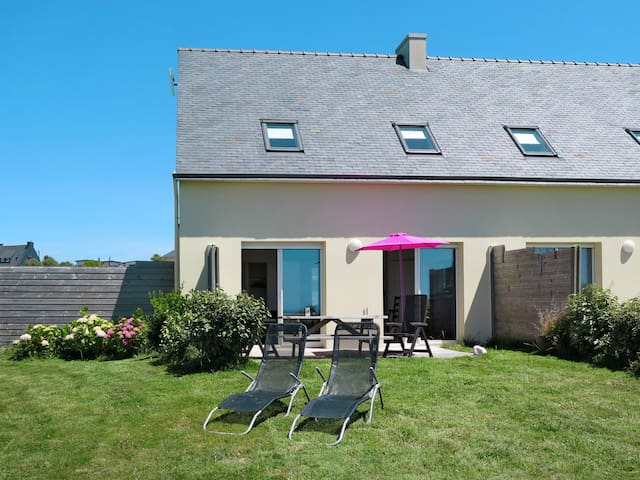 70 m² Holiday home in Le Conquet for 6 persons
