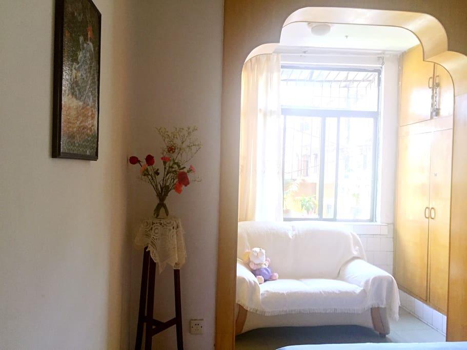 卧室正南正北朝向,通风采光良好,小区安静,能保证旅途中的充足睡眠