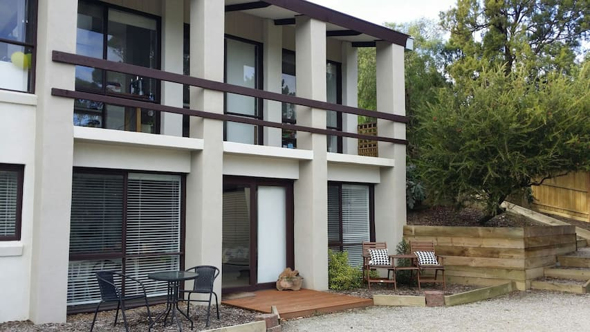 Woodlands Lodge - Spacious & Modern - Mount Eliza - Lägenhet