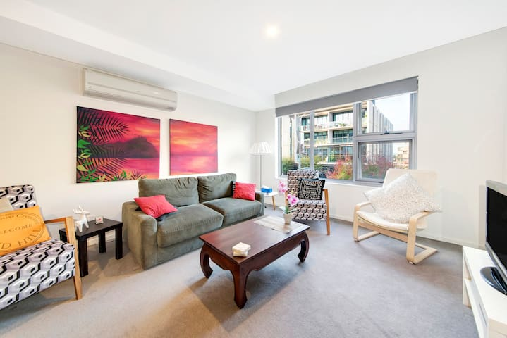 1 bedroom loft style, Kingston Foreshore Apartment