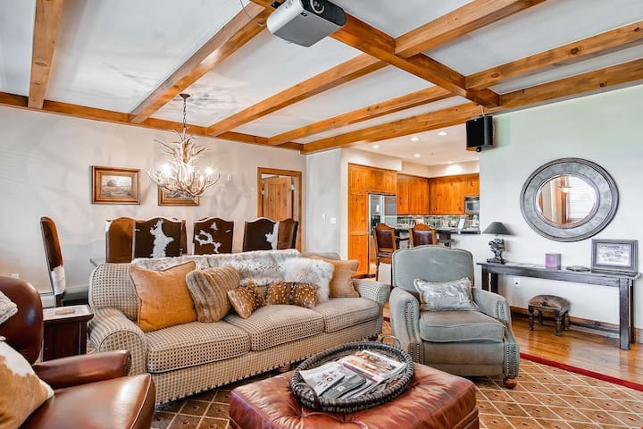 Incredible Mountain 2 Bedroom Condo with Ski-in/Ski-Out Access | Pool + Hot Tub Access