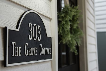 The Grove Cottage: Downtown near Bike Trail & Arts