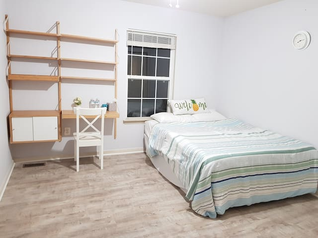 Cozy private bedroom near Potomac Mills Mall