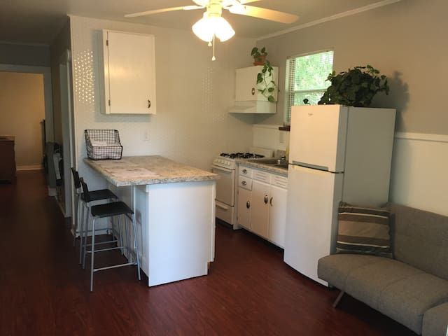 Modern Flat in Downtown Biloxi - Biloxi - Apartment