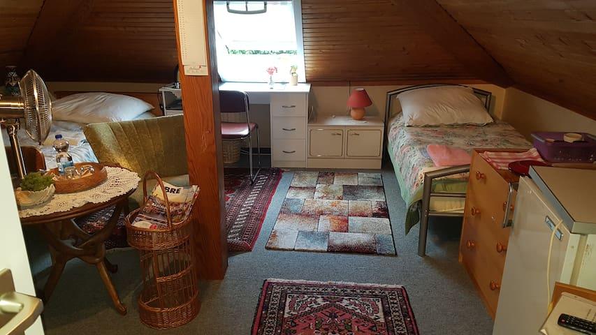 Schönes Zimmer / Lovely Room  im Bungalow
