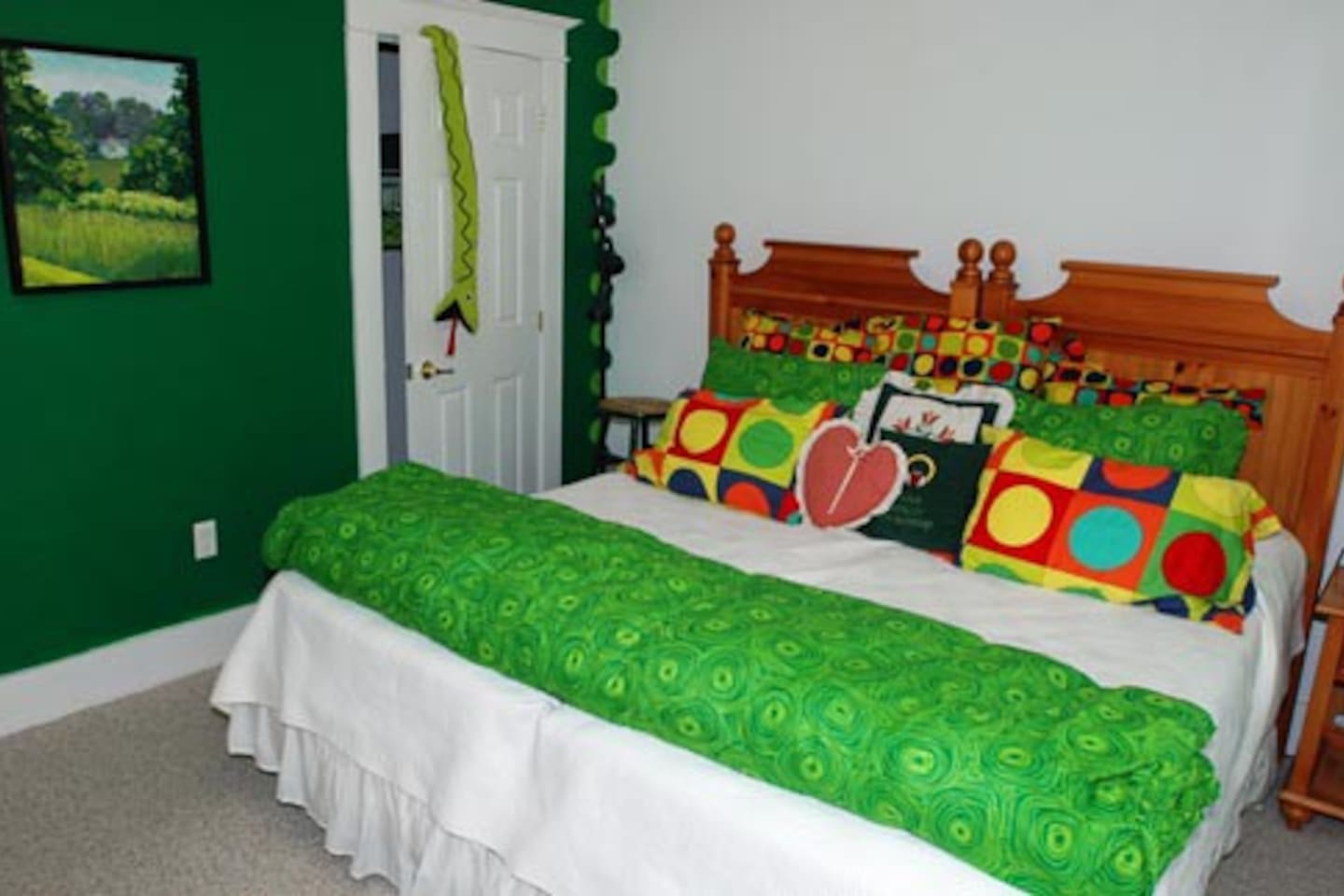 The Malachite King/double Twin and handicapped bedroom on the first floor.