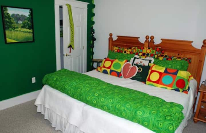 The Malachite bedroom-Bold Colorful Life Estate.